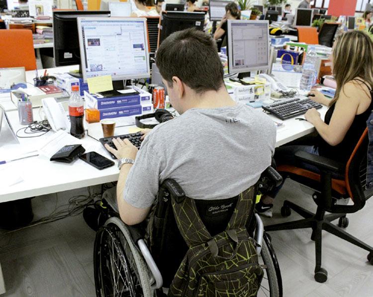 Fundación ONCE renueva un programa para emplear a jóvenes con discapacidad