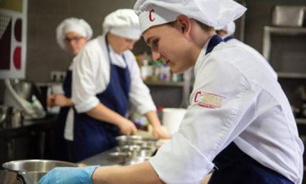 Fundación Cruzcampo sigue formando jóvenes con su escuela de Hostelería