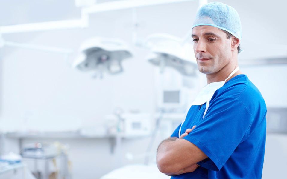 España tiene 1,1 millones de ocupados en sanidad, casi el doble que en el año 2000