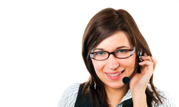 El voluntariado de la AECC acompaña a pacientes y familiares a través de teléfono y de chat