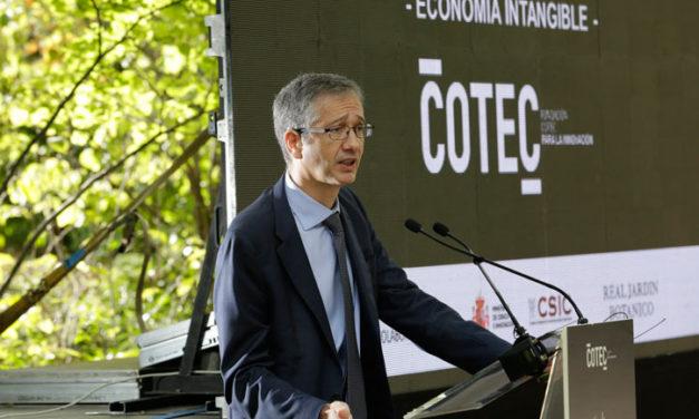 El gobernador del Banco de España alerta sobre el previsible impacto de la crisis en la inversión empresarial en tecnología