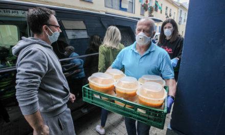Fundación Unicaja se une a la Asociación Altamar en el reparto de alimentos y productos de primera necesidad