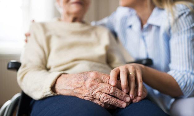 Roche España se une al programa de voluntariado de Adopta Un Abuelo