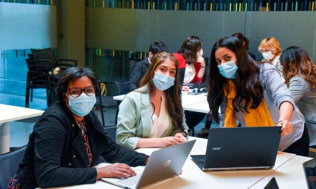 Un programa para promover el acceso equitativo a las carreras de TI para 9.500 personas vulnerables en 17 países de Europa