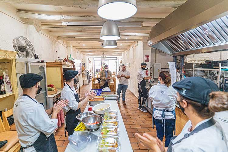 Fundación Unicaja Ronda respalda las becas de formación de cocina de la Asociación 'La Aldea'